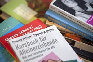 Bücher Mieder und Schwarz